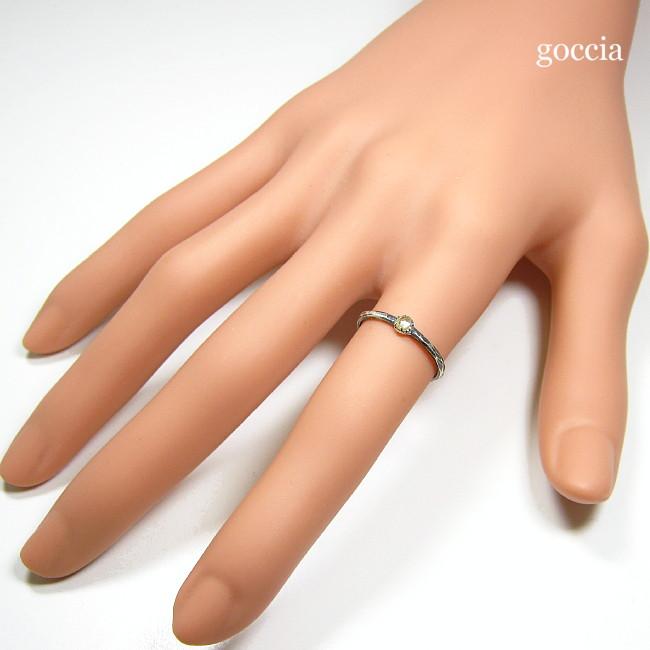 ローズカットダイヤのリング、親指に着用