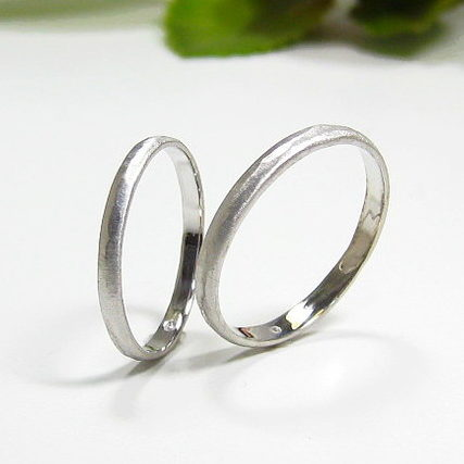 細めの結婚指輪、プラチナ