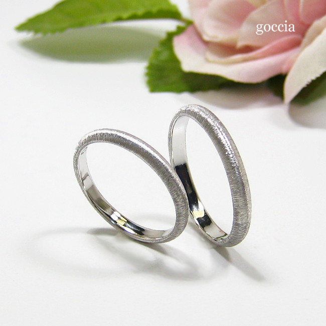 シンプルな結婚指輪・甲丸